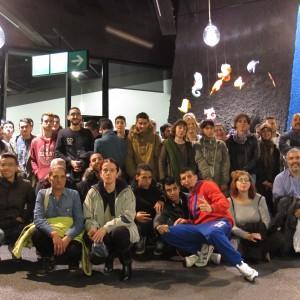 Foto grupal con los usuarios de Trinijove y algunos integrantes del Museu Blau