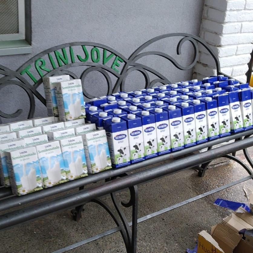 Donación de alimentos para 40 familias del Centre Obert Neus Puig de Fundació Trinijove