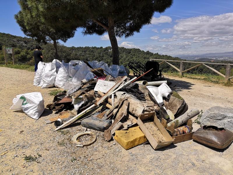 """80 voluntarios y 750 kg de residuos recogidos en la jornada """"Let's Clean Up Day"""""""