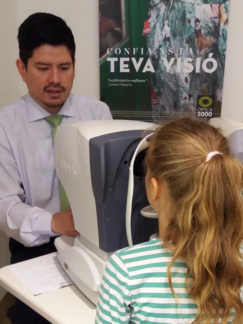 Óptica 2000 comprometida con la salud ocular de los niños